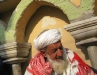 Baba utanfor mosken 12 dec 2009