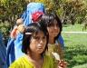Småflickor med mamma, sept 2009