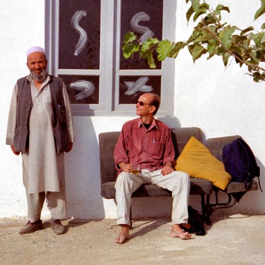 Utanför en skola i Narin